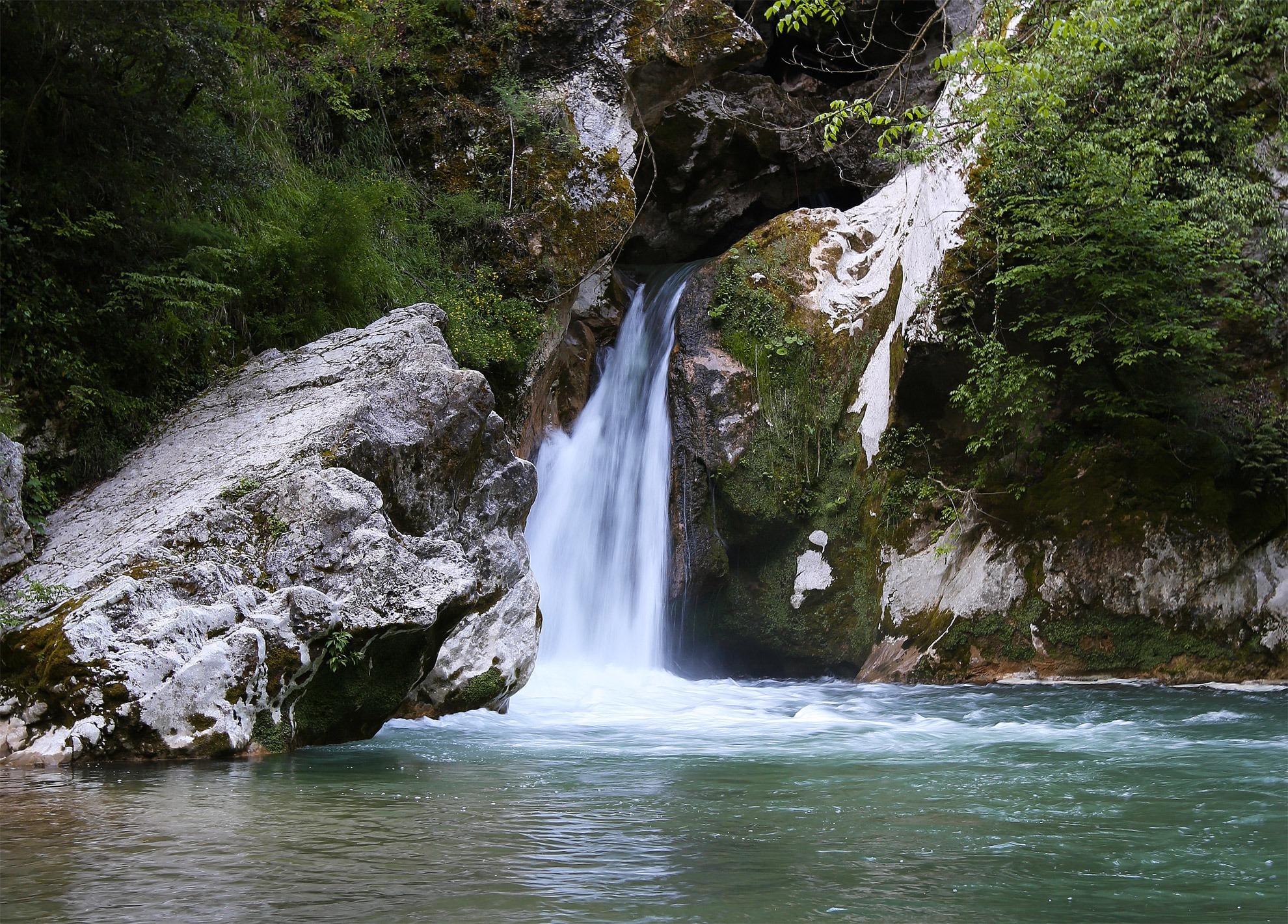 Le cascate pi belle del centro italia italia nascosta travel blogger italiani - Cascate in italia dove fare il bagno ...